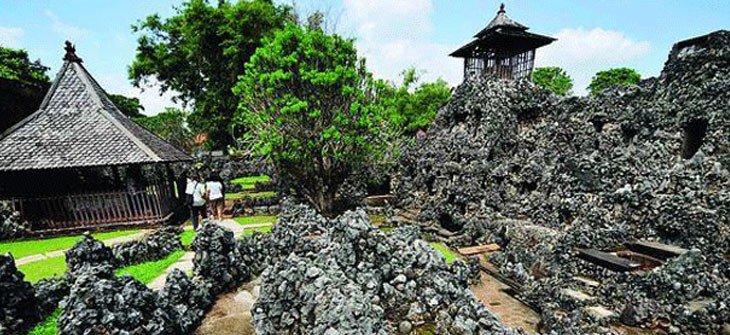 Goa Sunyaragi Wisata Sejarah Cirebon