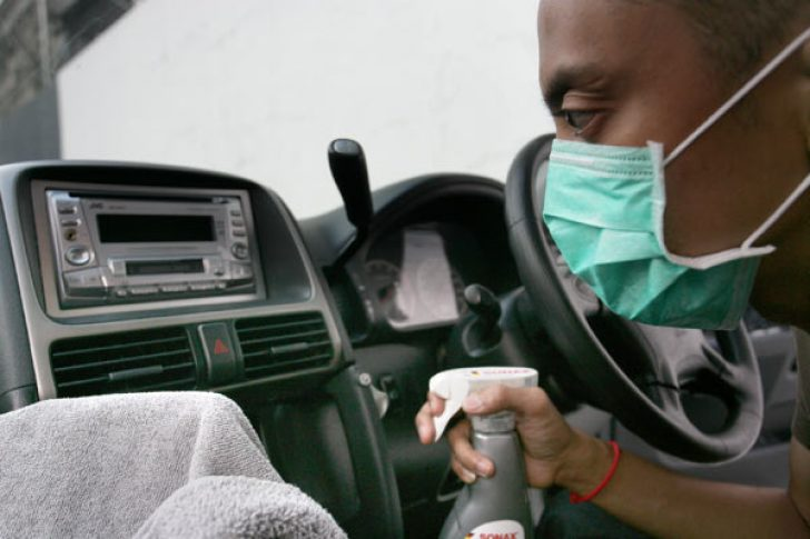 Menghilangkan Bau Apek Di Dalam Mobil